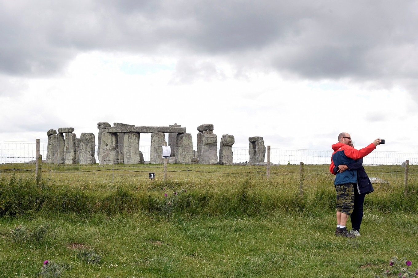 Stonehenge road tunnel approved despite protests