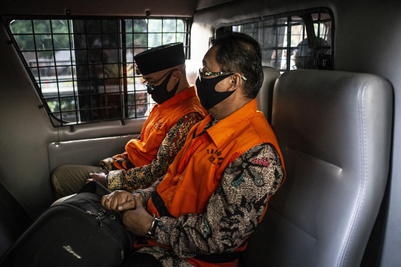 KPK detains three councilors in Jambi graft case