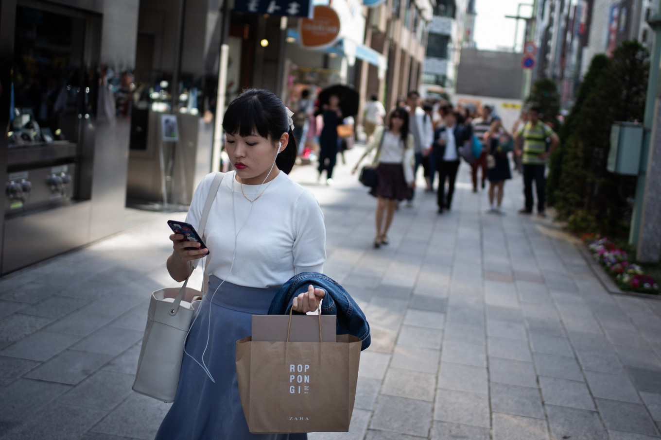 Yamato becomes Japan's 1st city to 'ban' use of phones while walking