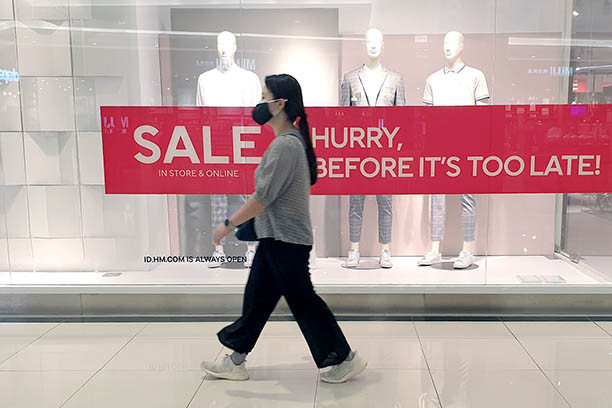 Indonesian consumers remain anxious despite 'new normal': Reports