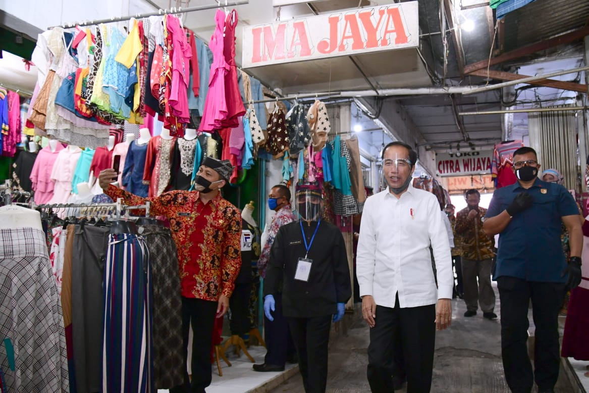 Jokowi urges regional administrations to spare no expense in pandemic mitigation