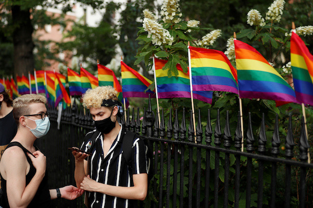 Survey finds 40% of US LGBTQ youth considered suicide in past year