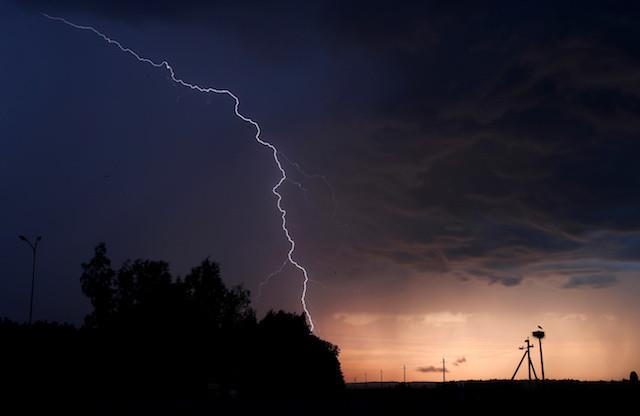 Lightning kills at least 107 in India monsoon