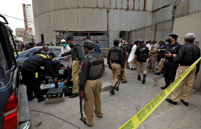 Gunmen attack Pakistani stock exchange, six killed