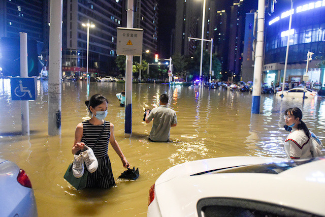 More Chinese regions brace for floods as storms shift east