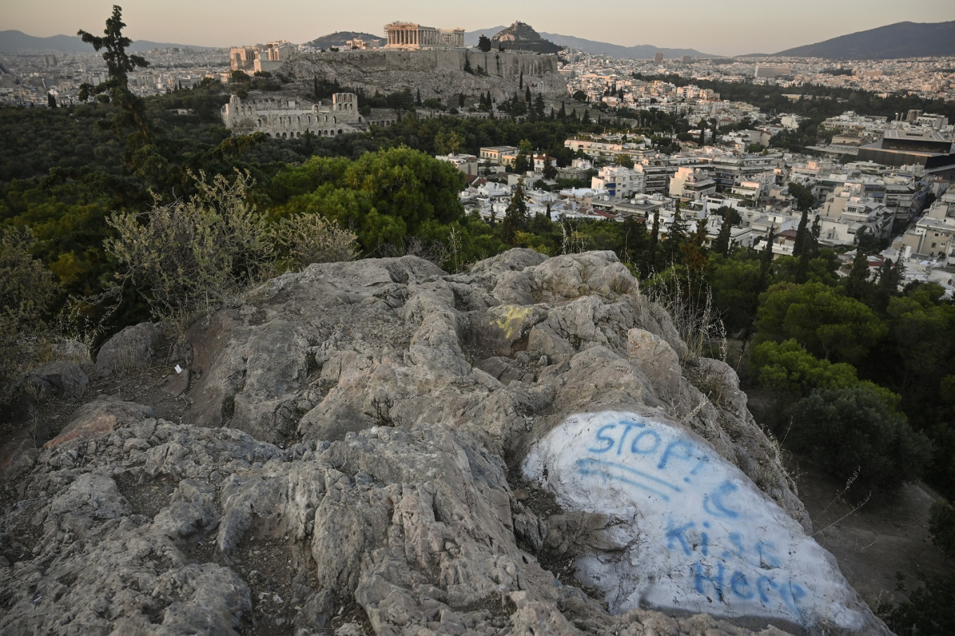 Greece launches virus questionnaire for tourists