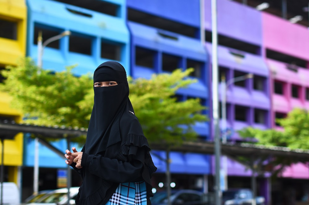 Central Lombok to require female Muslim civil servants to wear niqabin place of mask