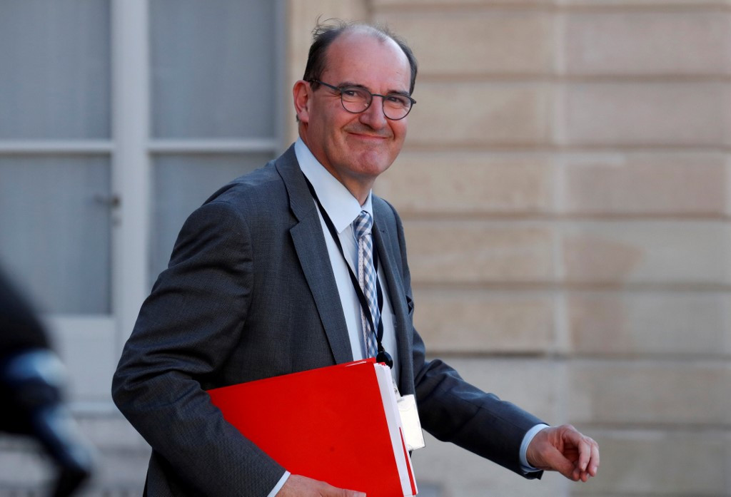 French government resigns, Macron sets 'new course'