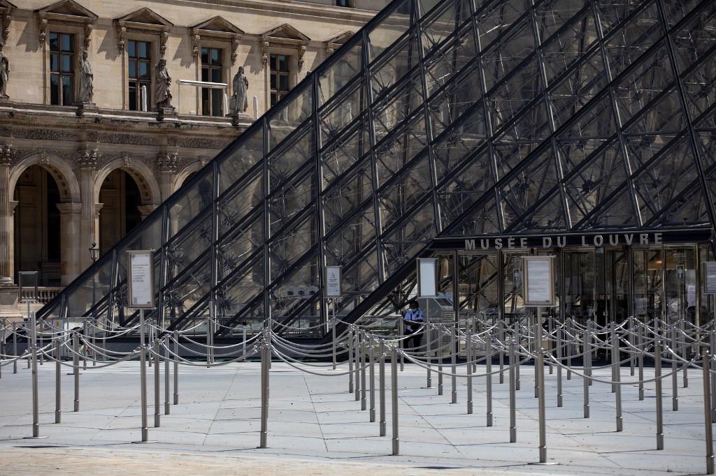 Louvre museum reopens after 16-week virus shutdown