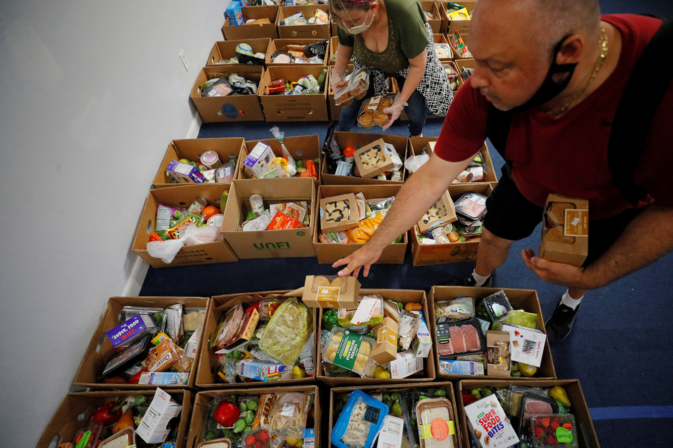 'I never thought I would have to come here.' Crisis drives French to food banks