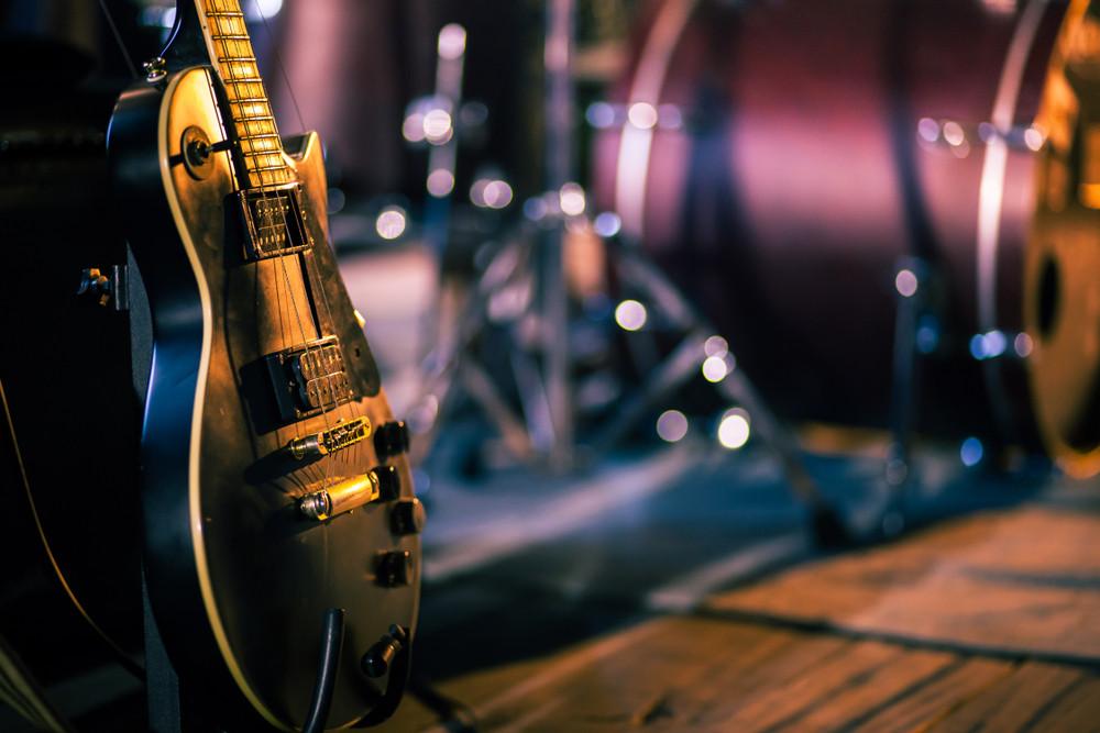 Cafe musicians protest at denial of livelihoods