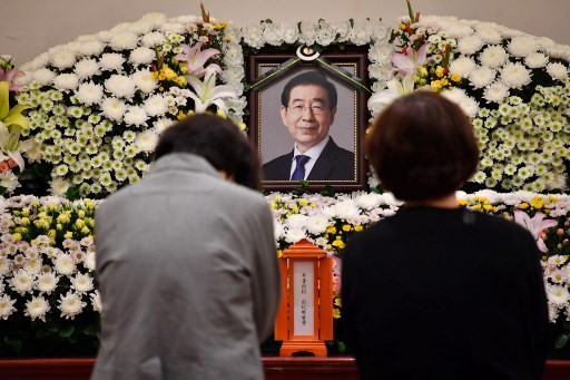 Seoul mayor's death renews #MeToo debate in South Korea