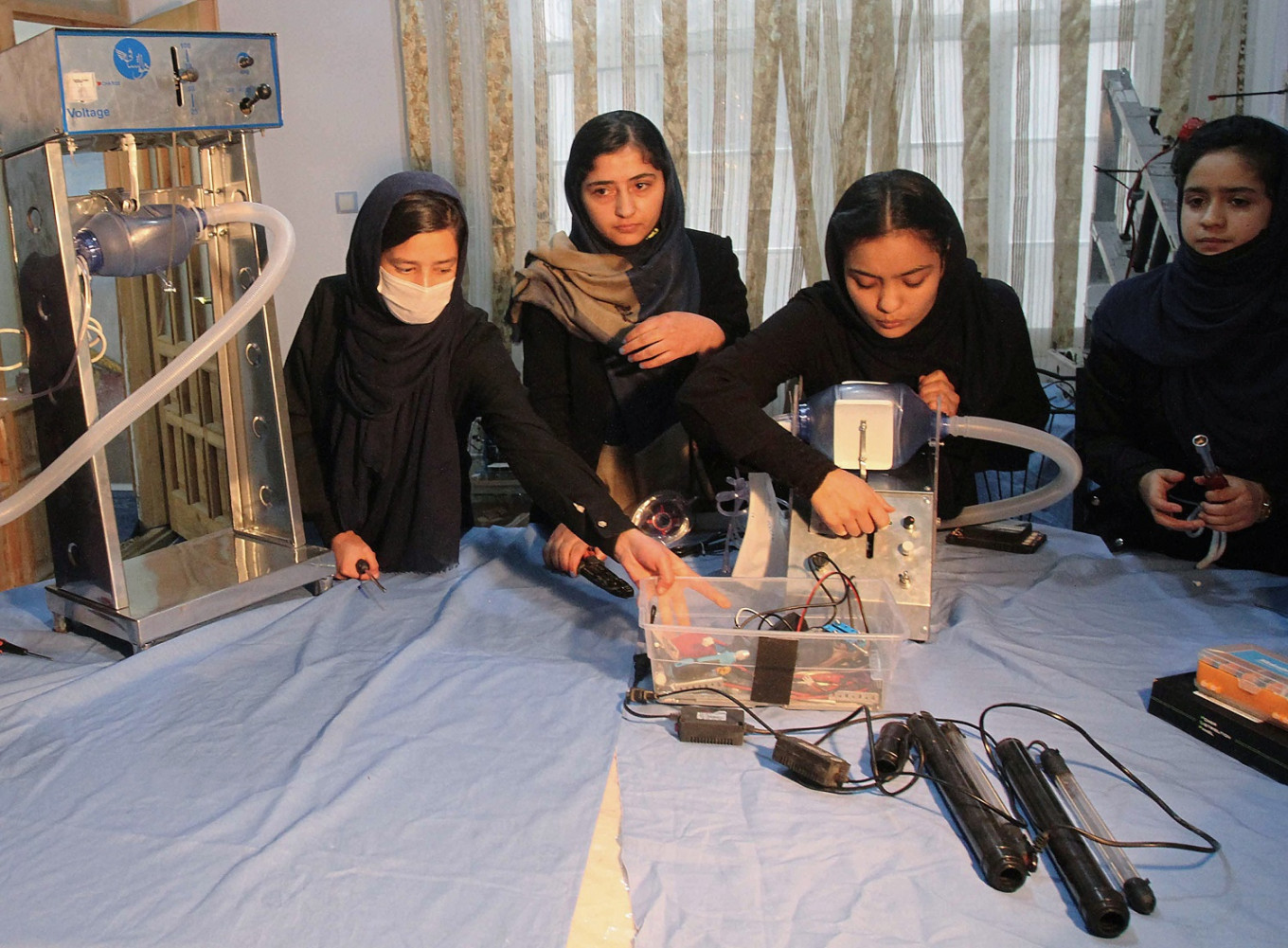 Low cost ventilator by all-female robotics team