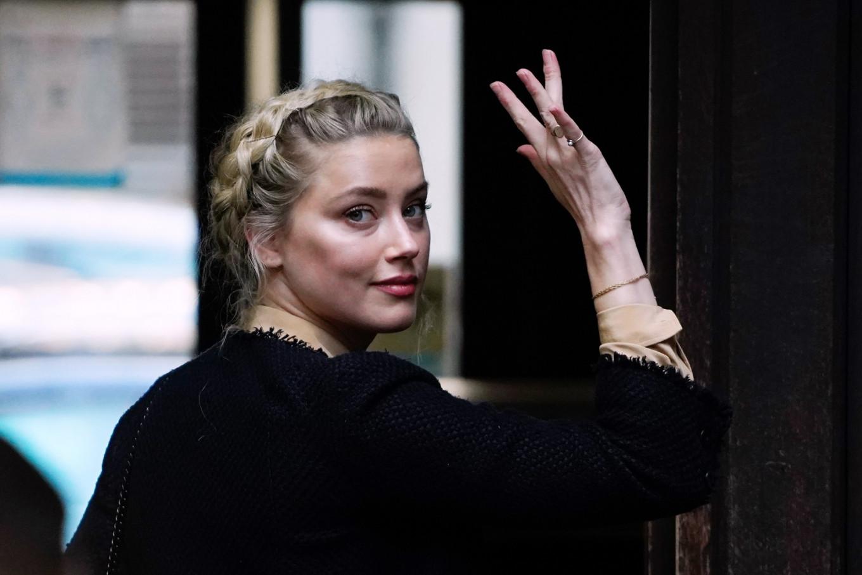 Amber Heard says Johnny Depp threw bottles at her 'like grenades'