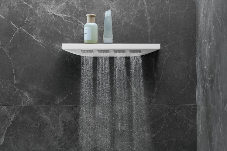 The Rainfinity shoulder shower with an integrated shelf: A visual highlight in the bathroom which offers generous space for your toiletries.