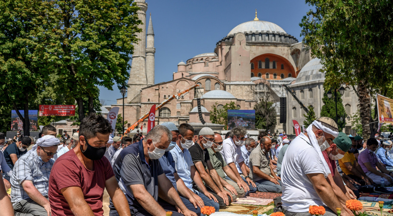 Thousands pray at Hagia Sophia amid criticism of site's reconversion