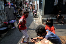 Children play in an alley of a densely populated area in Tanah Tinggi, Jakarta, on July 23. Many of the capital's densely populated areas are hotspots for COVID-19 transmission. JP/Seto Wardhana