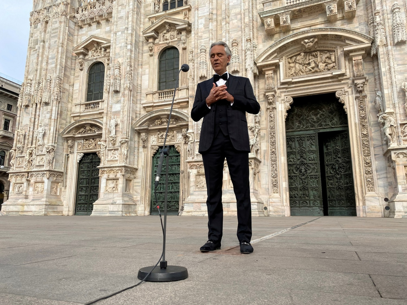 Tenor Andrea Bocelli changes his tune, apologizes for COVID-19 comments