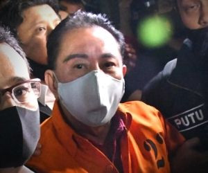 Indonesia brings graft fugitive Djoko Tjandra back from Malaysia