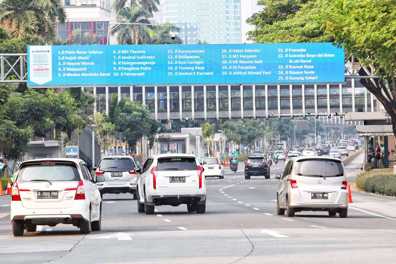 Jakarta to reevaluate odd-even policy after reports of COVID-19 clusters on public transportation