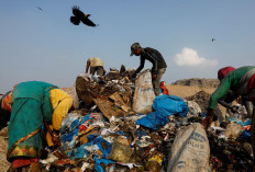 Waste collectors look for recyclable materials among bags of disposed medical waste at a landfill site, during the coronavirus disease (COVID-19) outbreak, in New Delhi, India, July 9, 2020. Reuters/Adnan Abidi