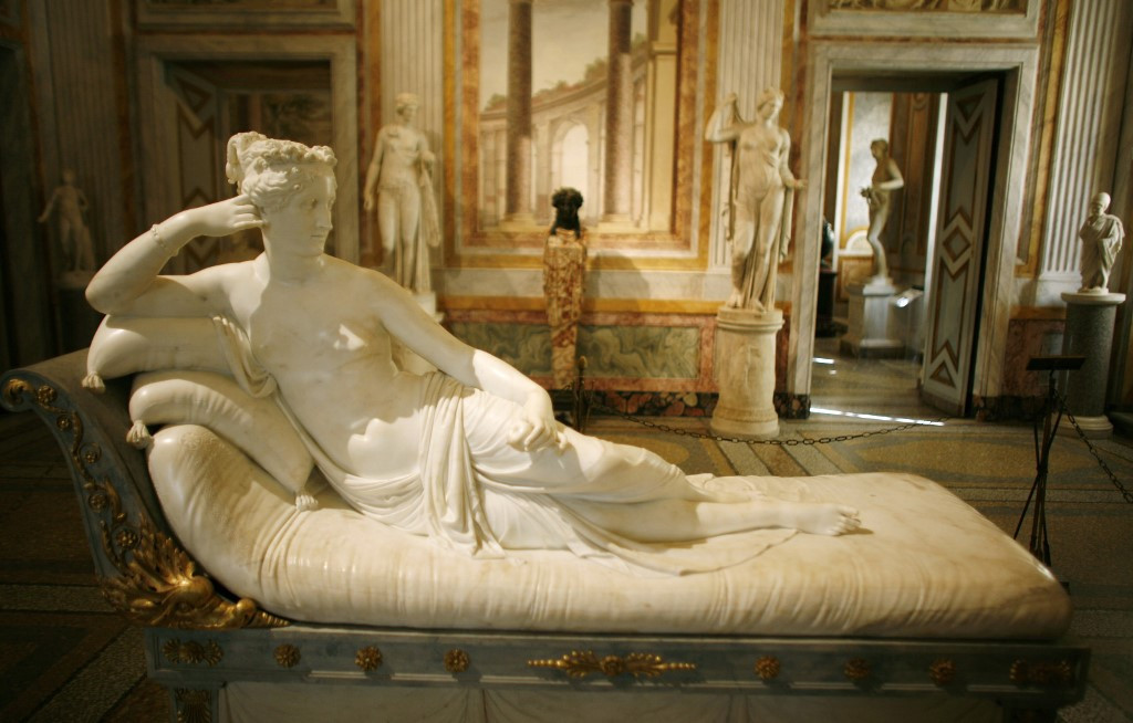 Austrian tourist damages toes of 200-year-old statue in Italy