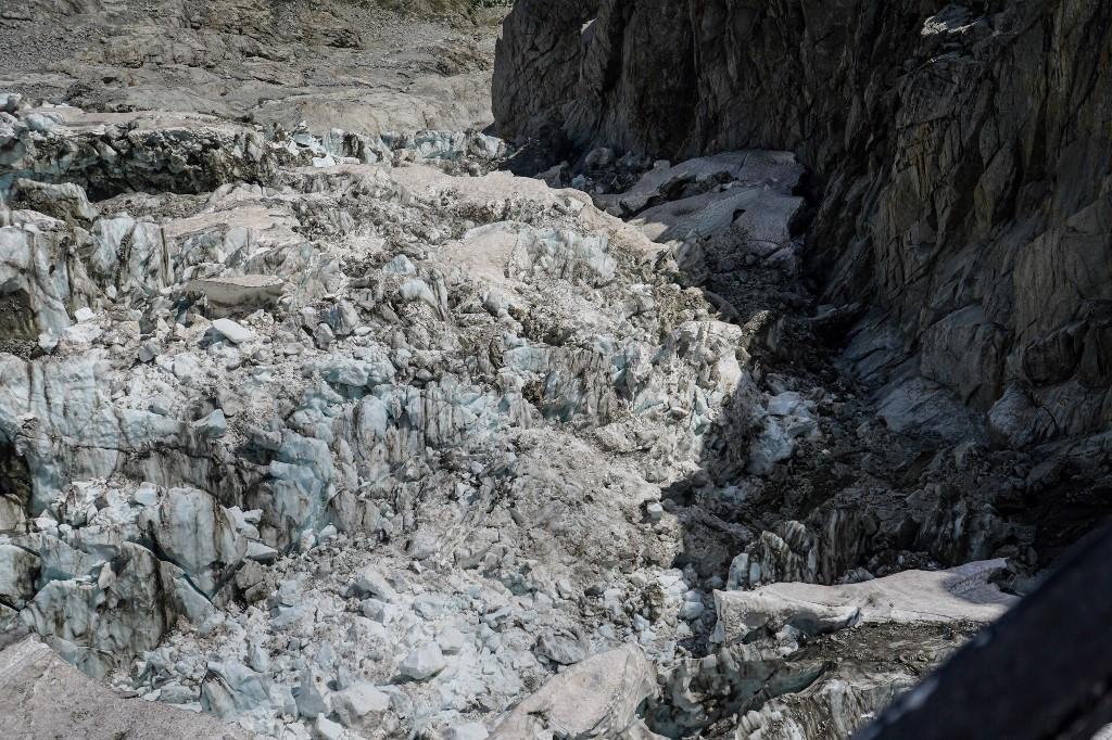'Slight improvement' in melting glacier threatening Italy resort