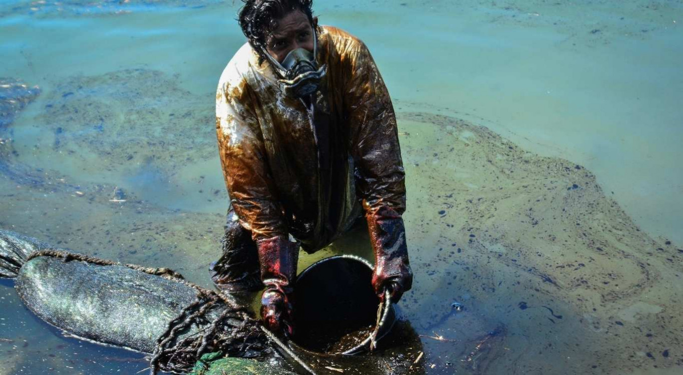 Mauritius struggles to contain oil spill polluting its seas