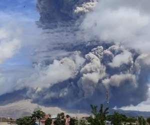 Mount Sinabung blasts tower of smoke and ash into sky