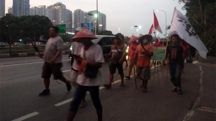 Farmers walk from N. Sumatra to Jakarta to demand Jokowi settle land dispute