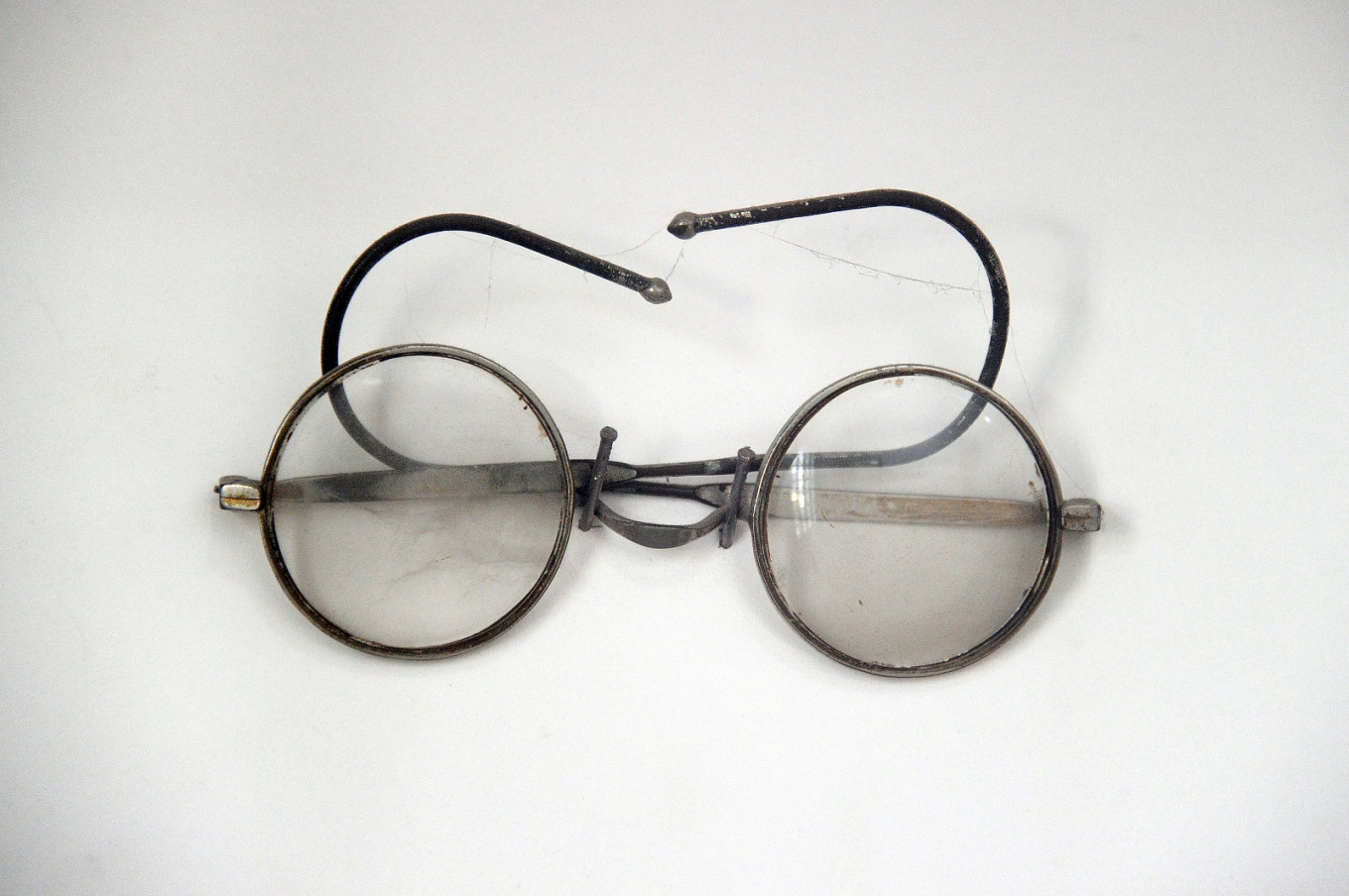 Gandhi's iconic glasses go on sale in UK