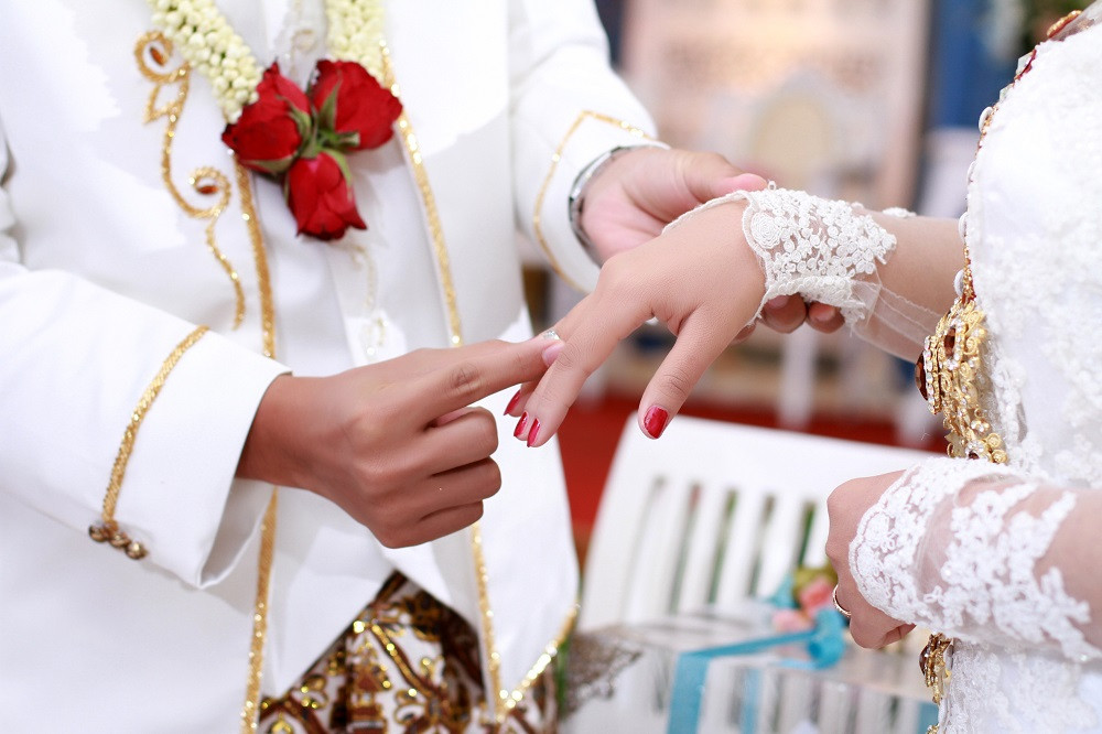 Police break up W. Sumatra wedding reception, citing protocol violation