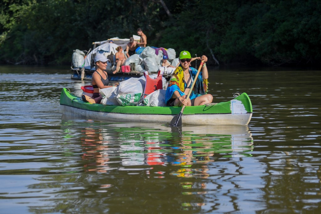 Rowers dredge waste in days-long Hungary race