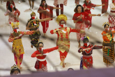 Dance of diversity: Wearing face masks, traditional dancers perform in the Tunjukkan Indonesiamu, Satukan Negeri (Show your Indonesia, Unite the Nation) virtual event in Jakarta, on Saturday, August 15, 2020 organized by Belantara Budaya Indonesia Foundation to celebrate Independence day. JP/Dhoni Setiawan