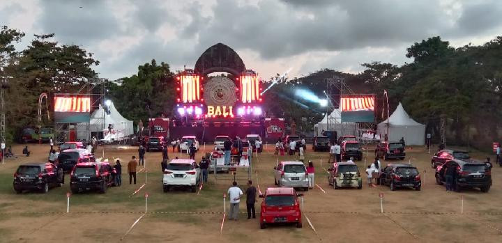 Bali holds trial drive-in concert