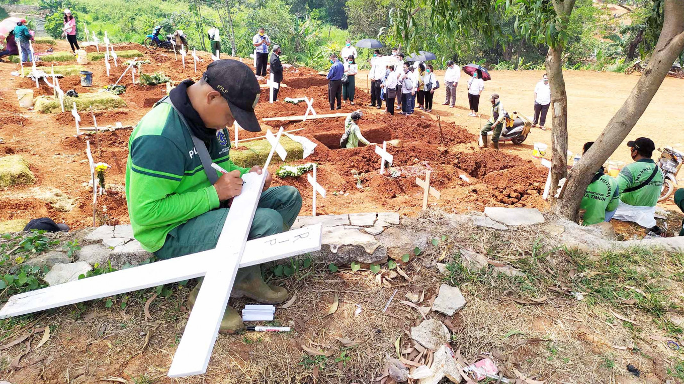 More than 5,000 bodies buried under COVID-19 protocols in Jakarta