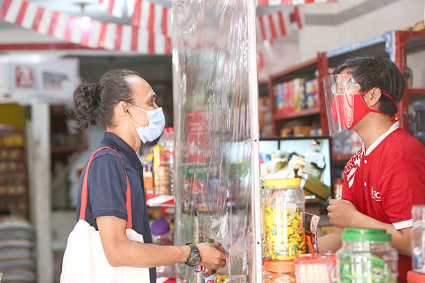 Indonesia's retail sales, consumer survey point to bleak economic recovery