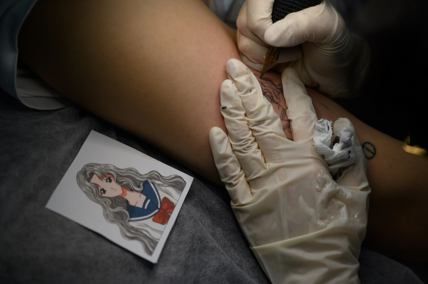 Tattoo artists warn of dangers of 'semi-permanent tattoos'