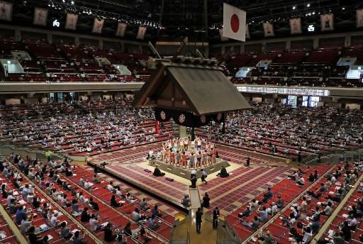 Coronavirus outbreak hits 19 at sumo stable in Japan