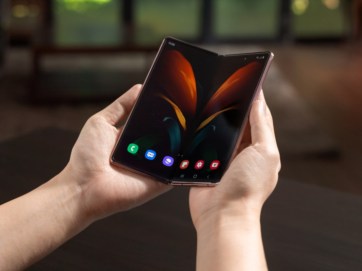 Samsung Galaxy Z Fold2's sleek design is anchored by its Hideaway Hinge, fitting seamlessly into the device body.