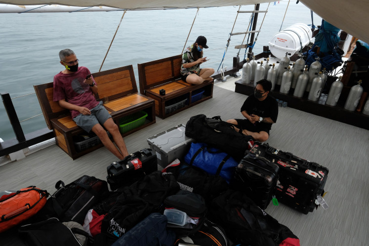 Social distancing: the dive participants wear masks and keep their distance with one another throughout the diving trip.