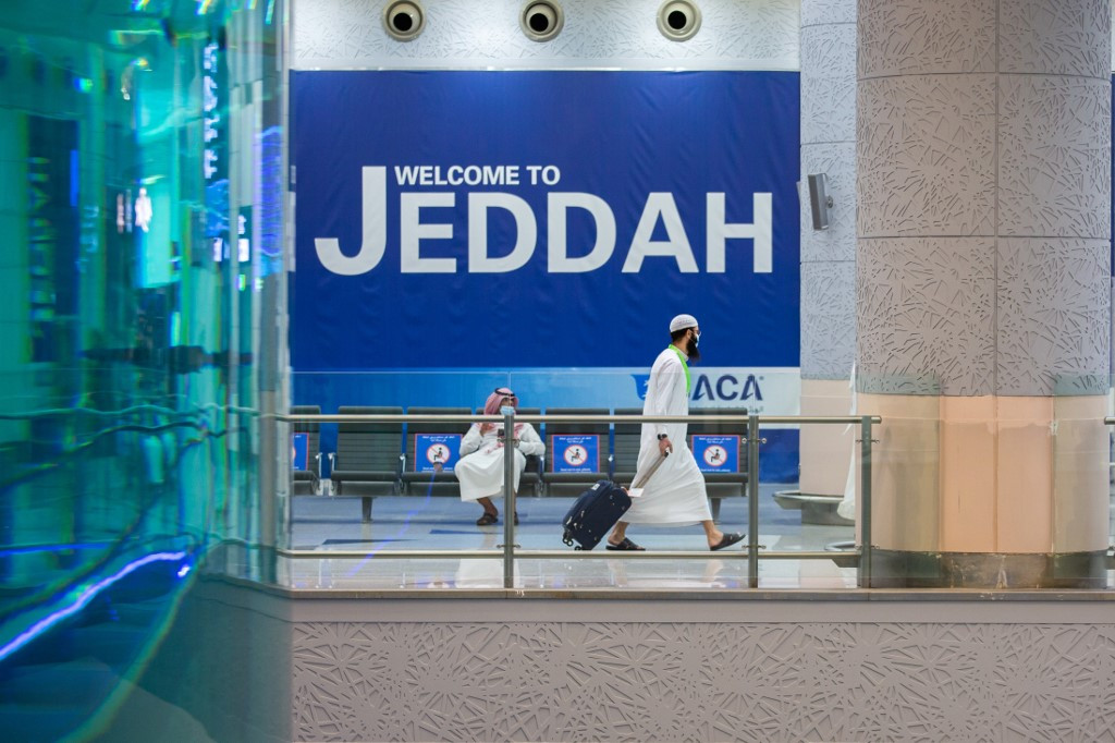 Saudi to ease international flight restrictions Tuesday
