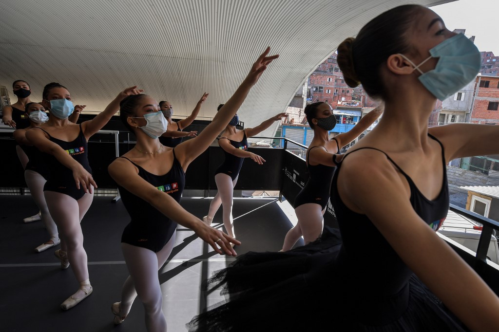 Brazil slum ballet school taps resilience to survive pandemic