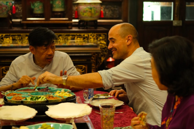 David Rocco enjoys Southeast Asian delicacies in new series
