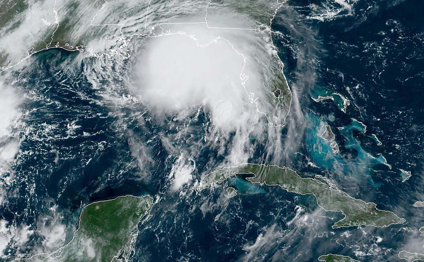 Sally brings 100-mph winds as it rumbles into US Gulf Coast