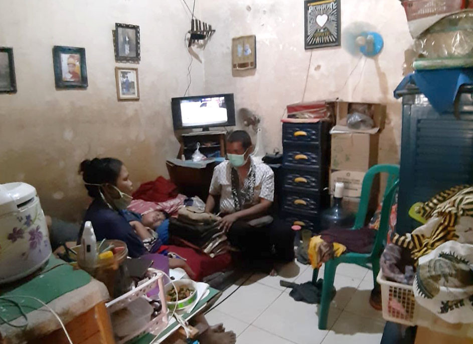 In virus-stricken Indonesia, many can't afford to self-quarantine at home
