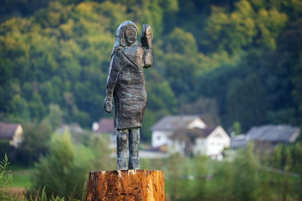 Replica of burned Melania statue unveiled in Slovenia