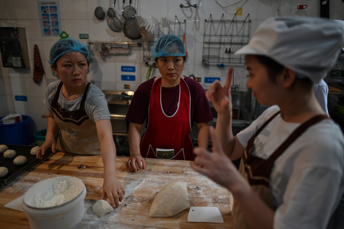 German bakery helps deaf Chinese earn their daily bread