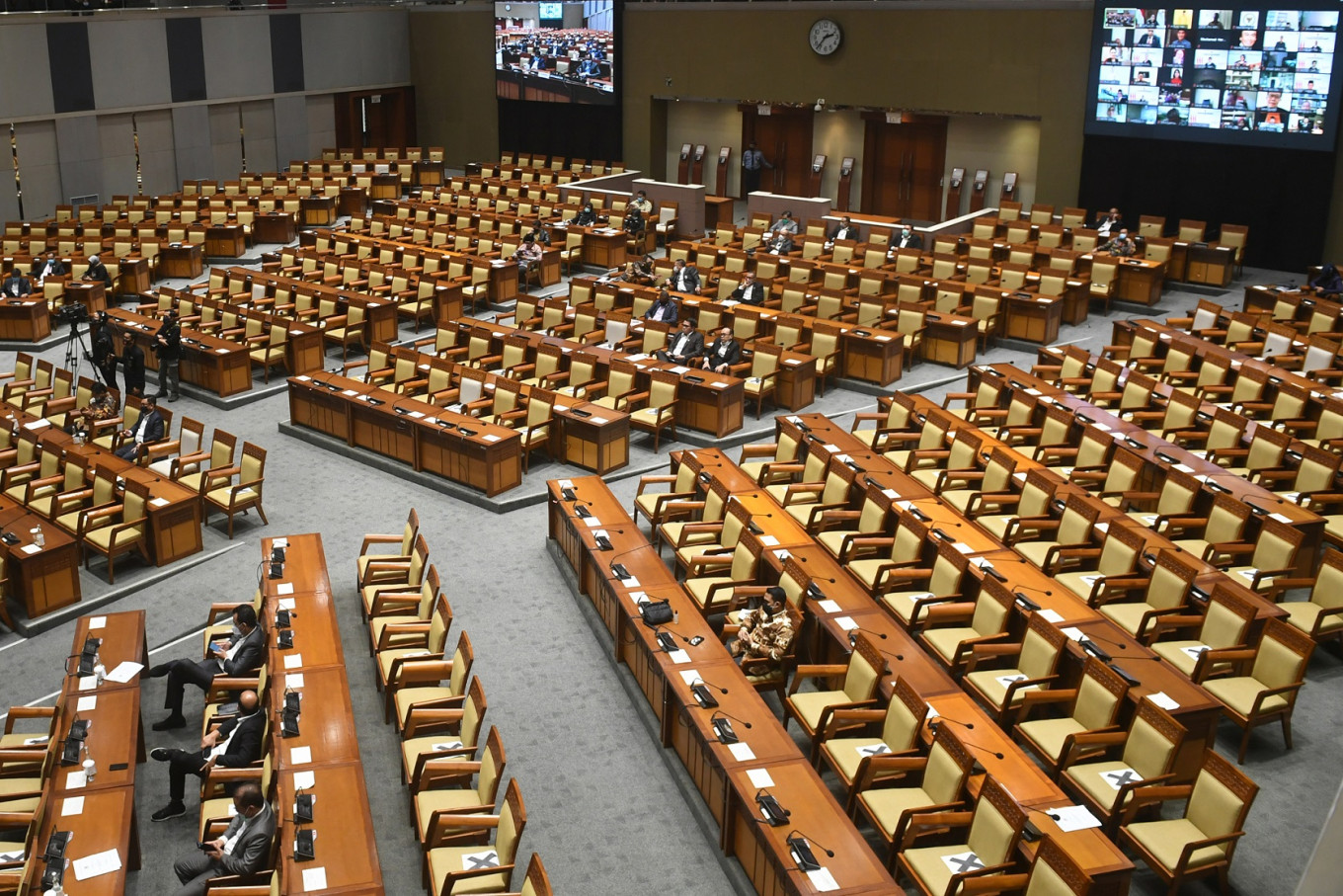 House continues deliberation of controversial family resilience bill