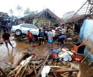Heavy downpour causes floods in Sukabumi and Jakarta
